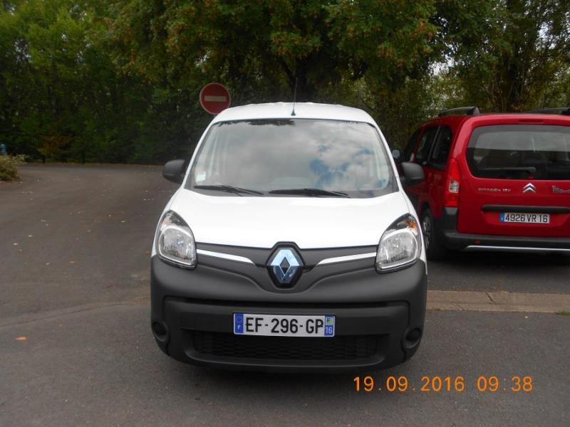 voiture électrique blanche Renault vue de face