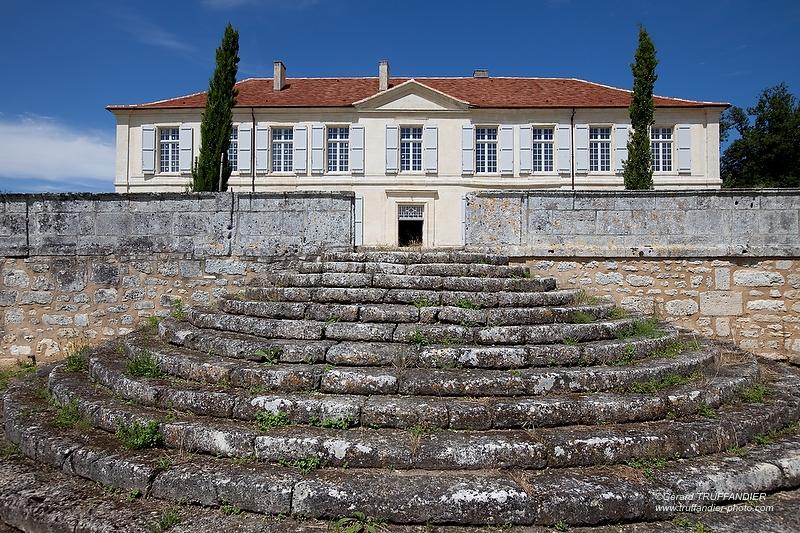 logis de Fregeneuil, escalier de pierres