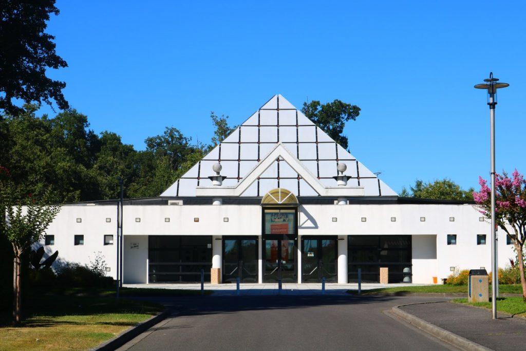 Espace Henri Matisse, salle de manifestations, bâtiment moderne
