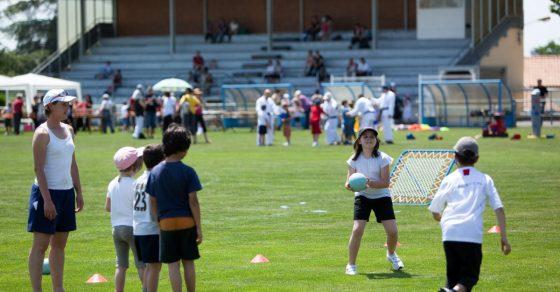 fête du sport, enfants qui jouent au rugby
