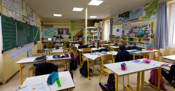 salle de classe vide, école du Bourg