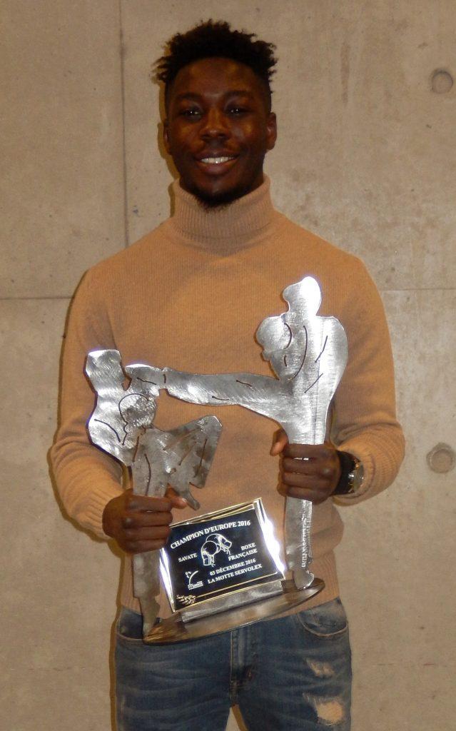 Karamba Kébé et son trophée
