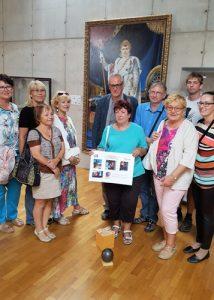 Le comité de jumelage de Soyaux a offert un boulet de canon de 12 livres au directeur du musée d'Austerlitz