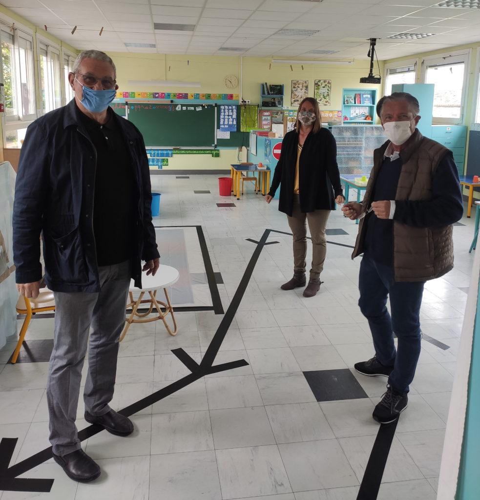 François NEBOUT, Robert JABOUILLE et une enseignante