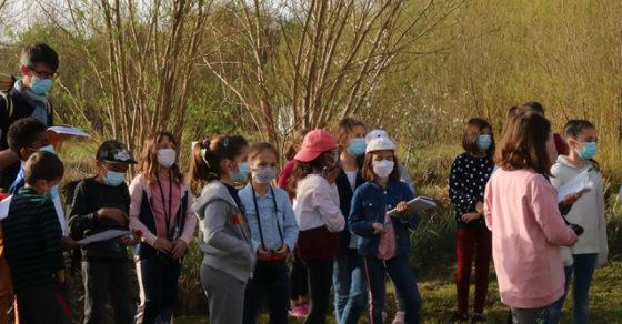 Les élèves de l'école du Bourg en sortie scolaire à la Cueillette Fabulette